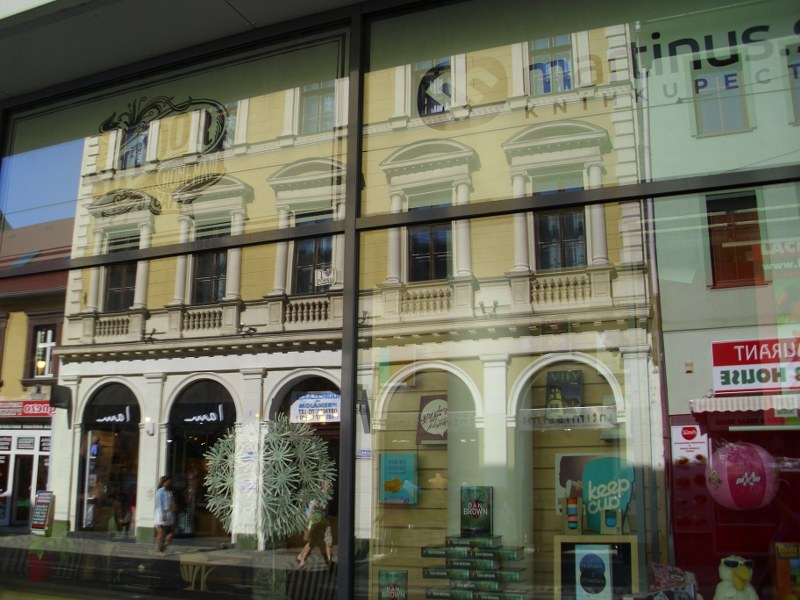 Umývanie okien, výkladov a zrkadiel Bratislava
