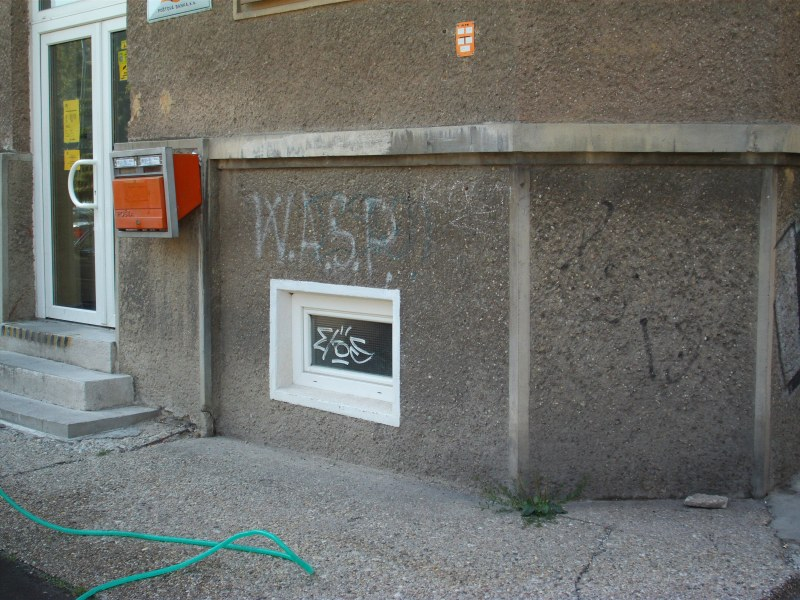 Odstraňovanie graffitov - práca s pieskovačkou